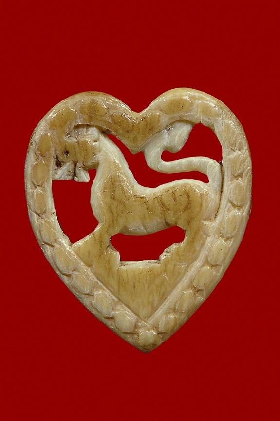 พระเครื่อง  สิงห์รูปหัวใจหลวงพ่อเดิม