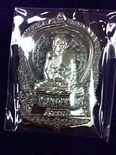 พระเครื่อง  หลวงพ่อจรัญ เหรียญนั่งพาน รุ่นชนะมาร ปี 2554